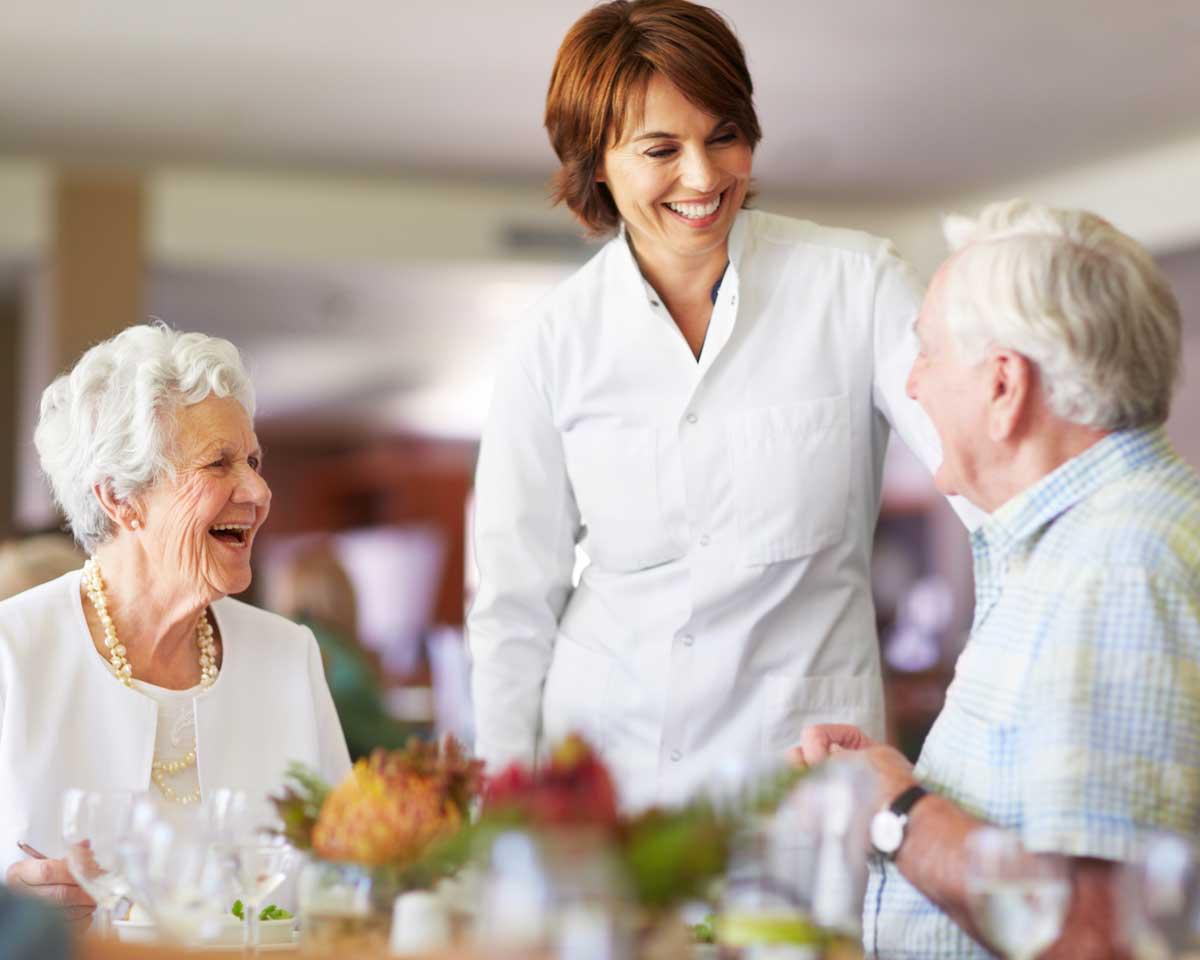senior-couple-dining